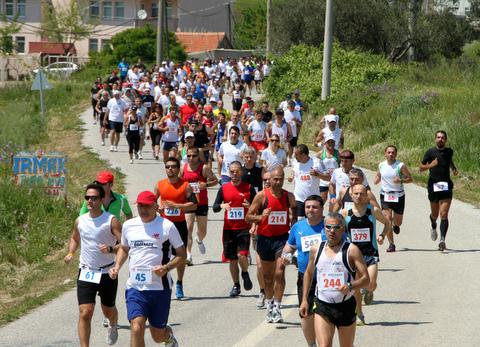 Yarışın ilk kilometreleri - 1. Bozcaada Yarımaratonu ve 10K Koşusu