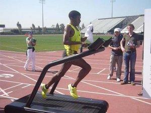 Haile Gebrselassie 4 dk/mil ile koşu bandında