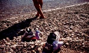 sahilde ayakkabılar