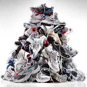 Ayakkabı yığını
